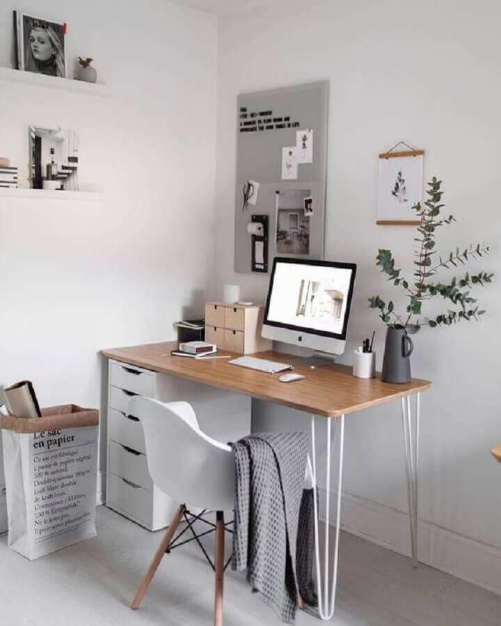 decoração de home office simples com cadeira eames Foto House & Living
