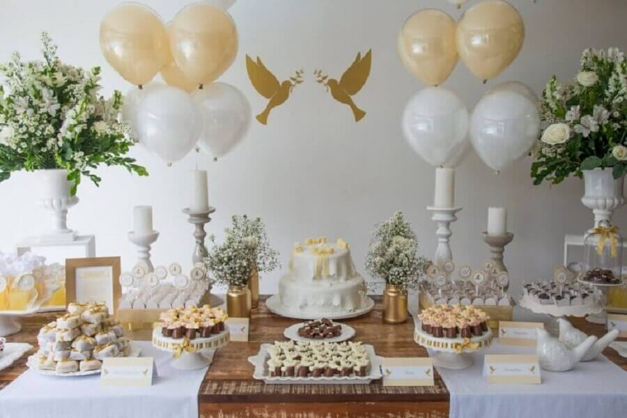 white and gold christening table decoration Foto Dcore You