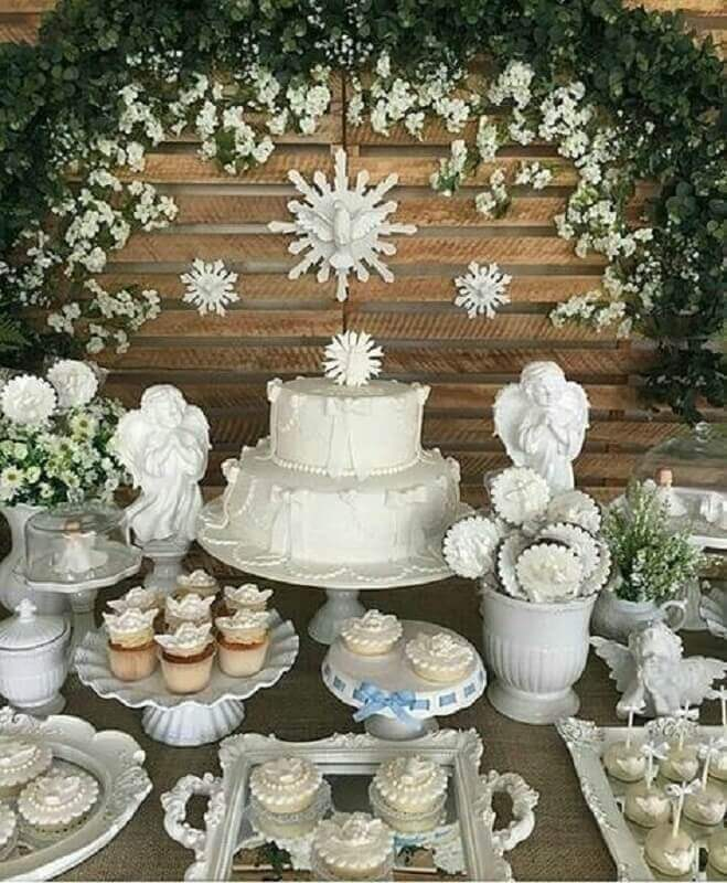 Rustic all white christening table decoration Foto Rita Pescuma Decoration