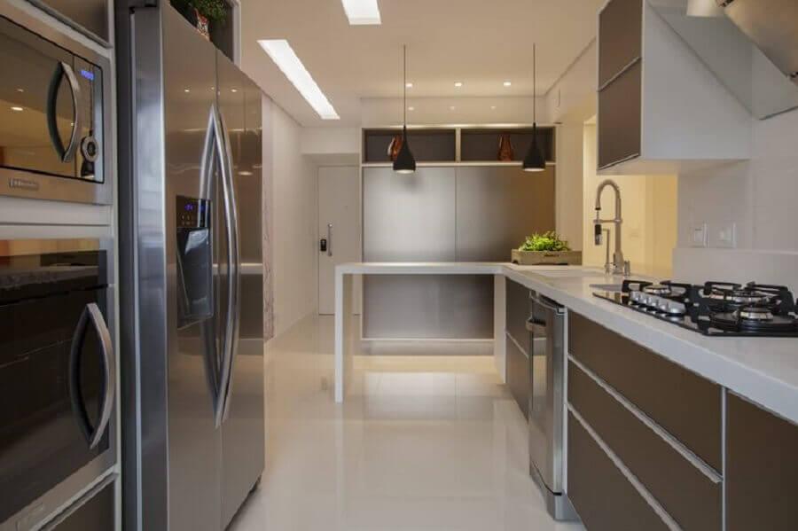 decoração em cores neutras para cozinha planejada Foto Sueli Zapparolli