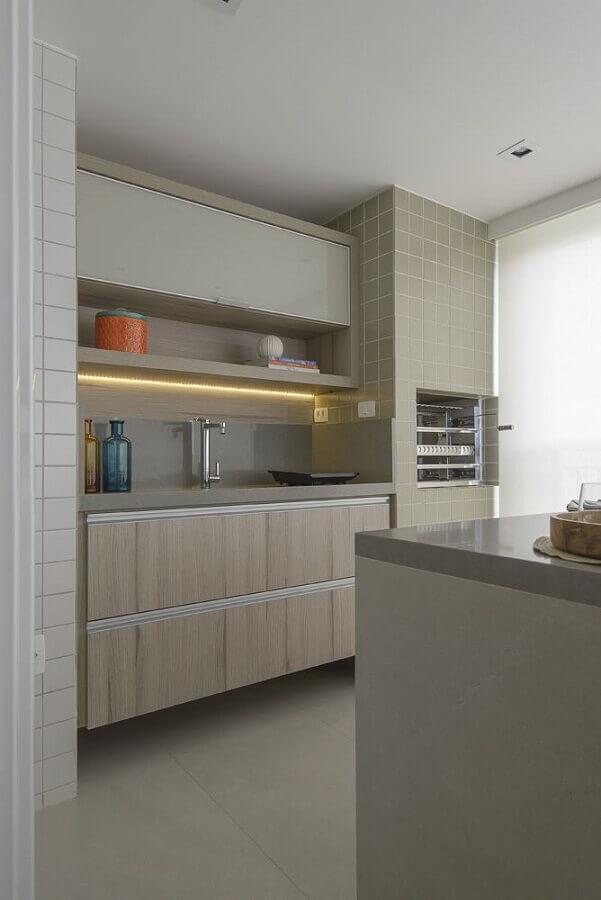 decoração em tons neutros para área gourmet pequena com churrasqueira Foto D2N Arquitetura + Interiores
