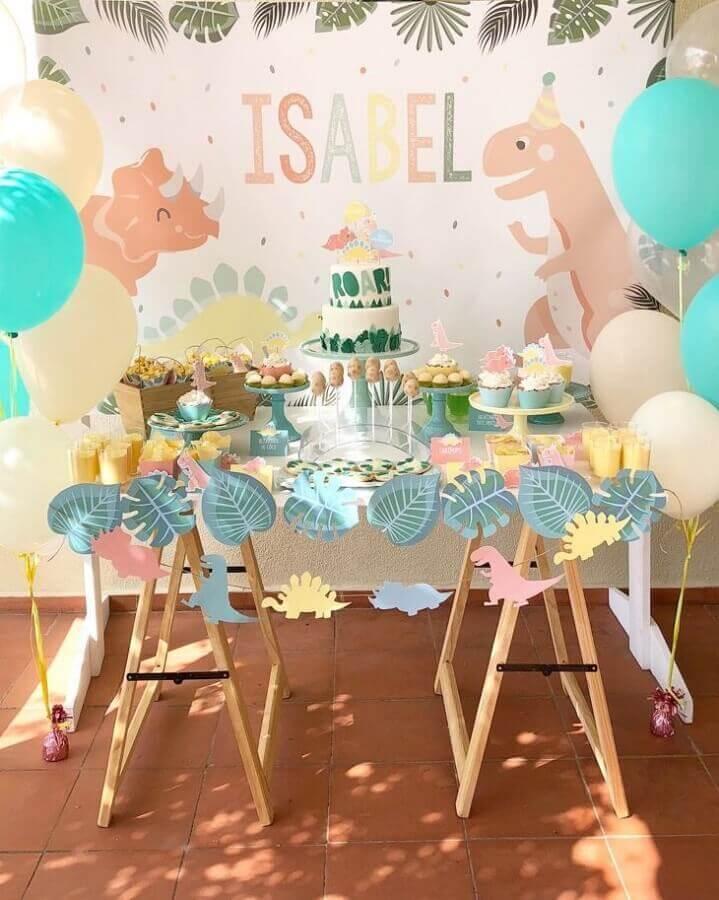 pastel shade decoration for dinosaur baby party Photo Maria das Festas