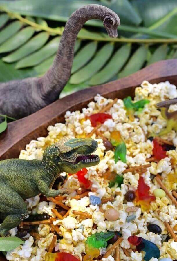 dinosaur party decoration with dolls in the middle of popcorn Photo Ideas Decor