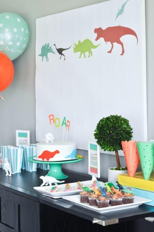 simple dinosaur party decoration Photo Karas Party Ideas