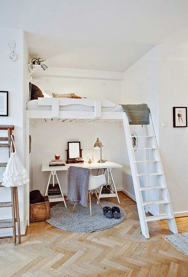 decoração home office pequeno embaixo de cama mezanino Foto MIV Interiores