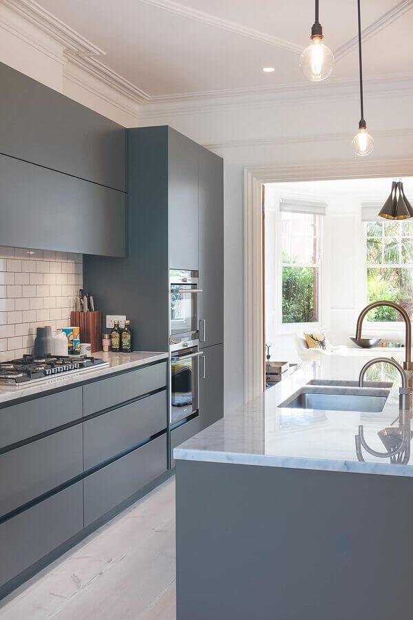 decoração moderna para cozinha com ilha com pia Foto Decoist
