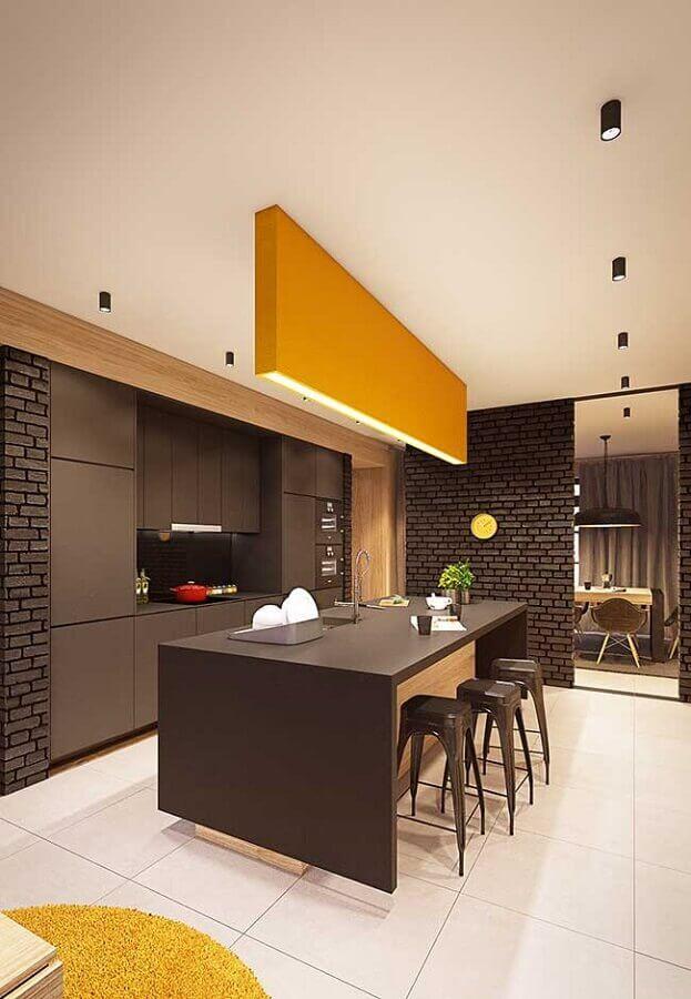 decoração moderna para cozinha com ilha preta e amarela Foto Pinterest