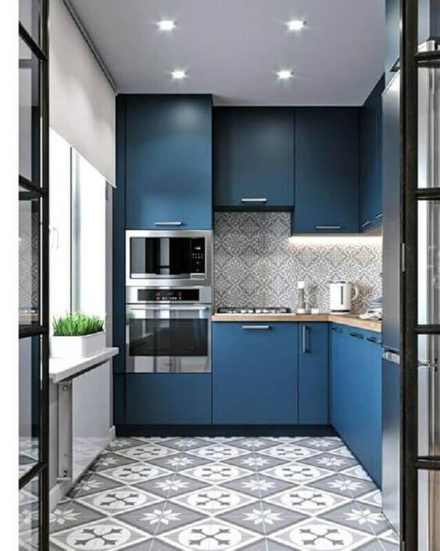 decoração moderna para cozinha planejada azul com bancada de madeira Foto Pinterest