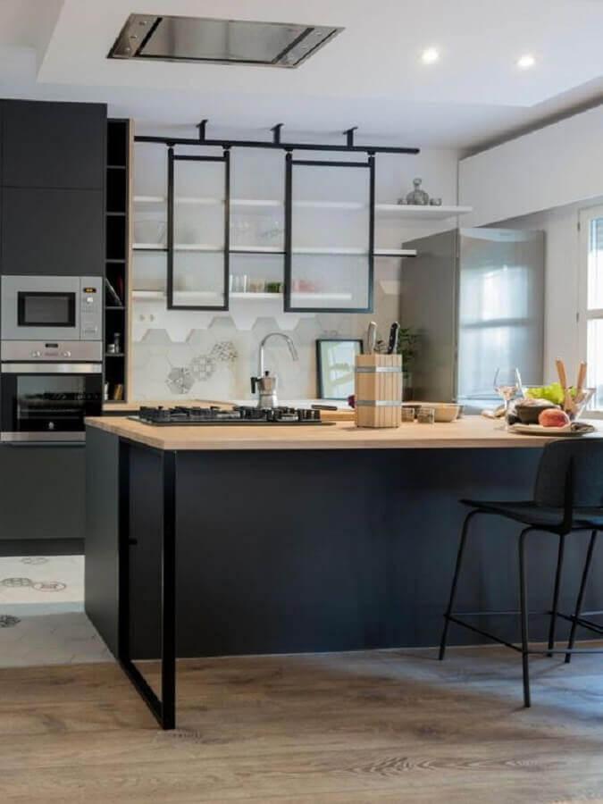 decoração moderna para cozinha planejada preta com ilha de madeira Foto Planete-deco