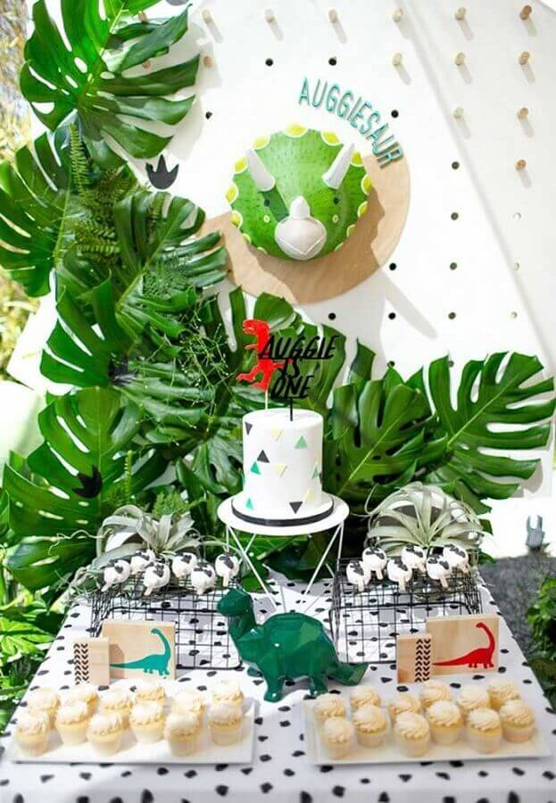 modern decoration for dinosaur party Foto My Social Mate