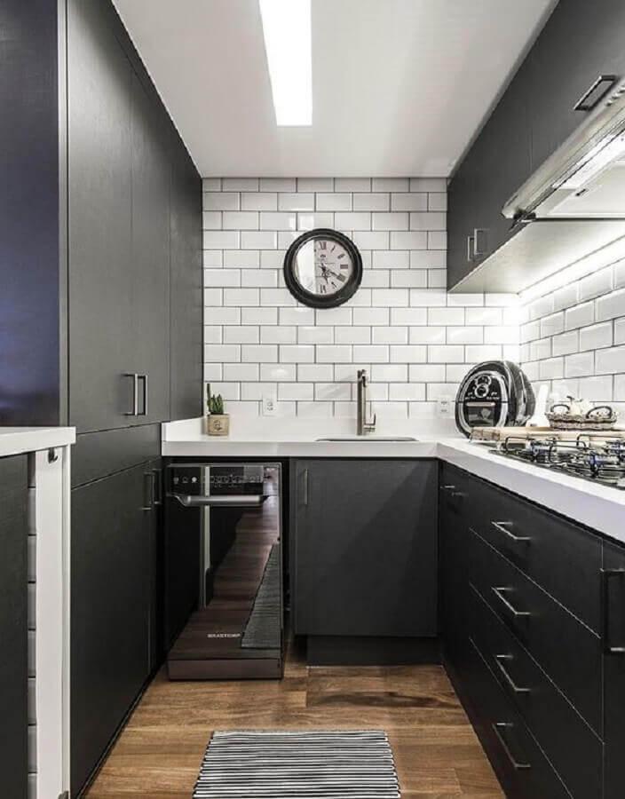 decoração para cozinha planejada preta e branca com subway tile Foto Casa & Decor