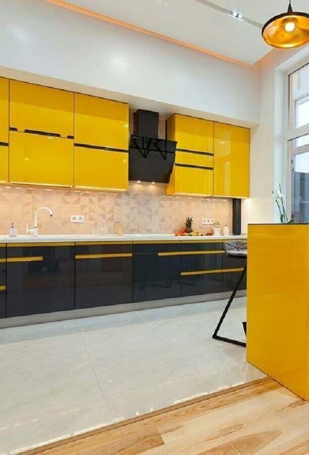 decoração para cozinha preta e amarela moderna Foto Casa & Artesanato