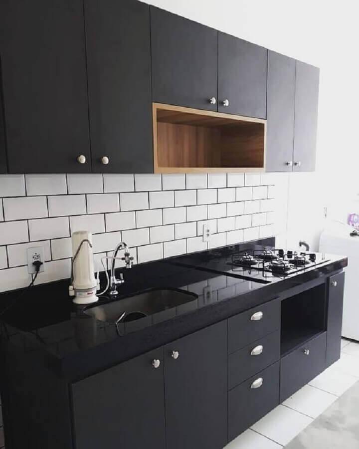 decoração para cozinha preta simples com nicho de madeira Foto Dicas Decor