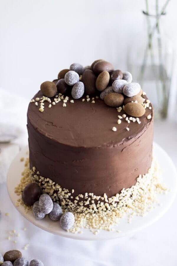 decoração rústica para bolo de páscoa de chocolate Foto Casa Tres Chic