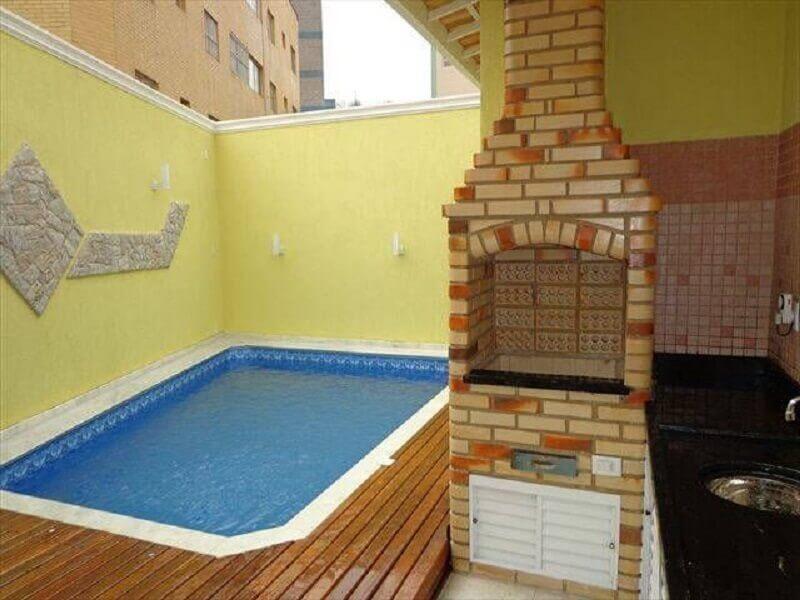 decoração simples para área gourmet externa pequena com piscina Foto Achou Mudou!