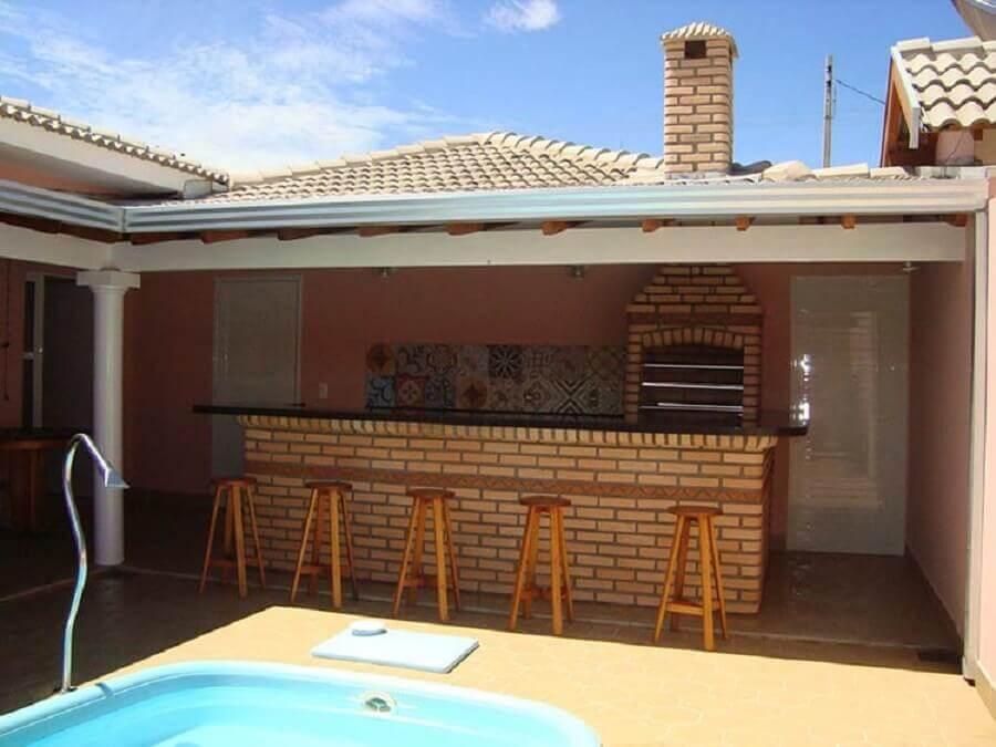 decoração simples para área gourmet rústica pequena com piscina Foto Pinterest