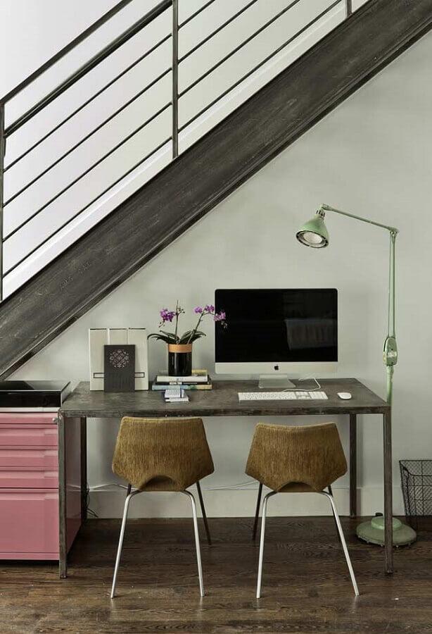 decoração simples para home office pequeno embaixo da escada Foto Ideias Decor