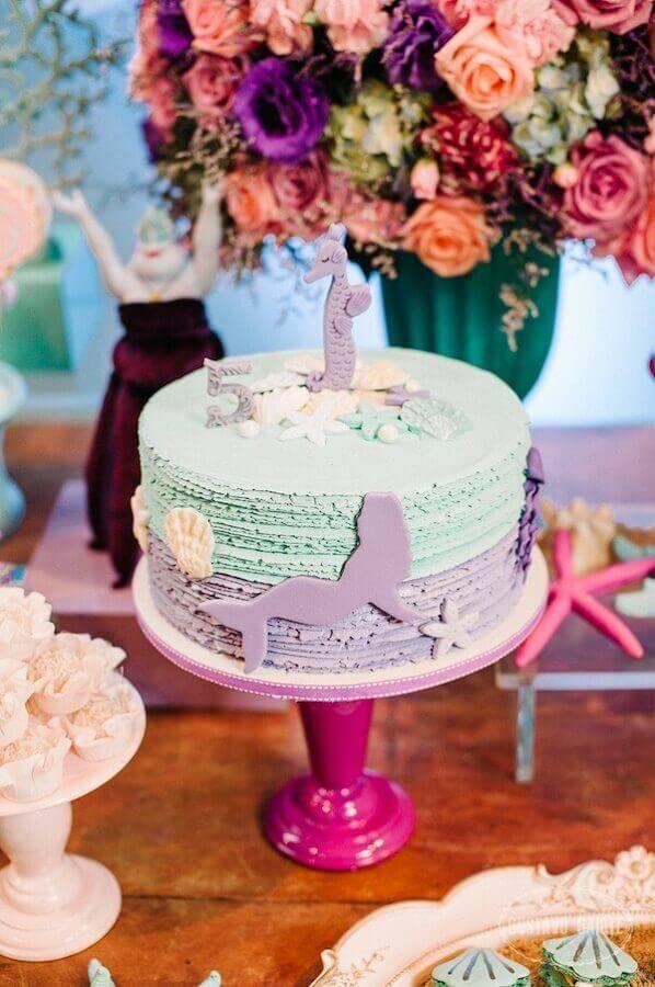 delicada decoração para bolo de festa sereia  Foto OkChicas