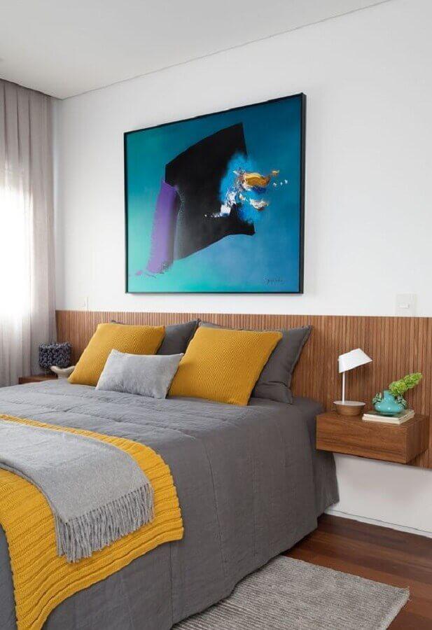 decoração de quarto amarelo e branco com cabeceira planejada de madeira Foto Casa de Valentina