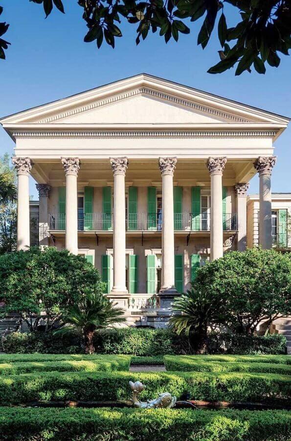 fachadas de casas de luxo clássica com jardim Foto Webcomunica