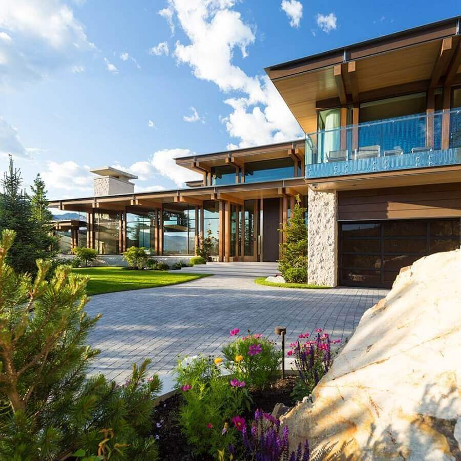 fachadas de casas de luxo com amplos jardins Foto Houzz