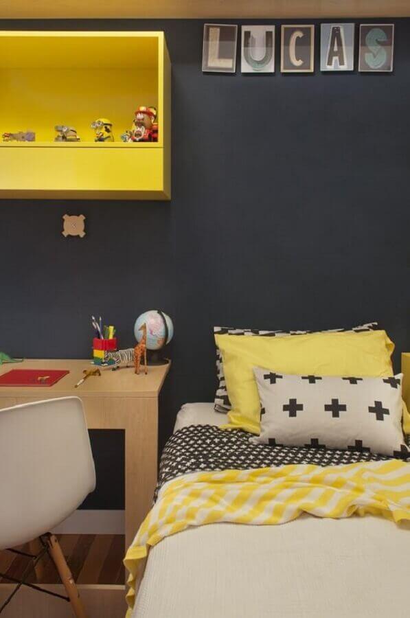 Decoração simples para quarto amarelo e preto