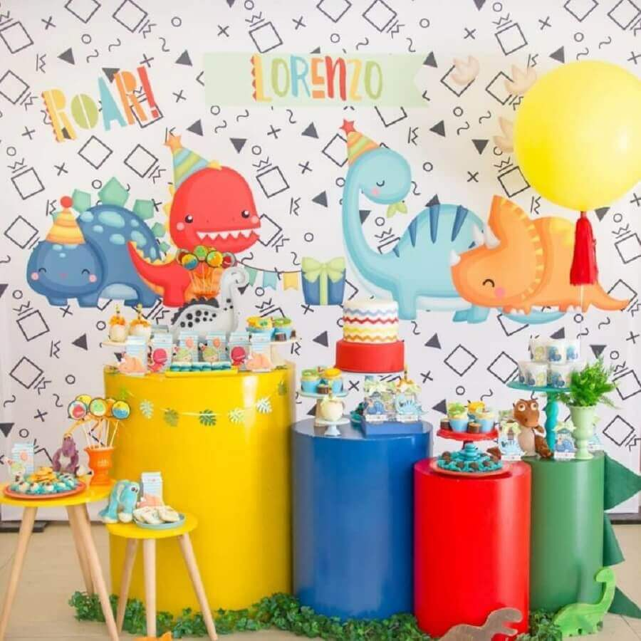 dinosaur baby party with colorful decoration Foto D' Athelier BY Dani
