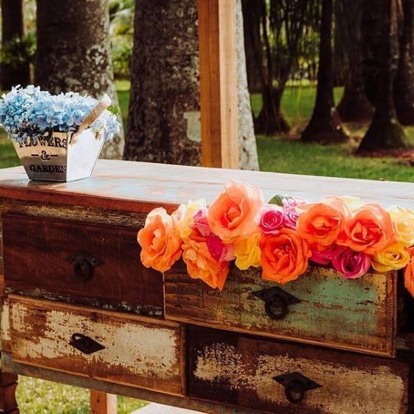Flor de papel de seda colorida para casamentos