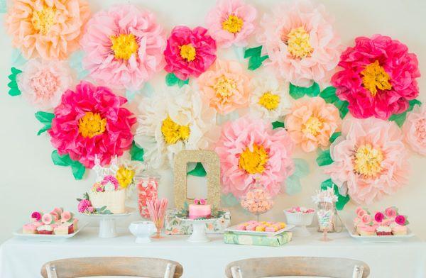 Flor de papel de seda para festa em casa