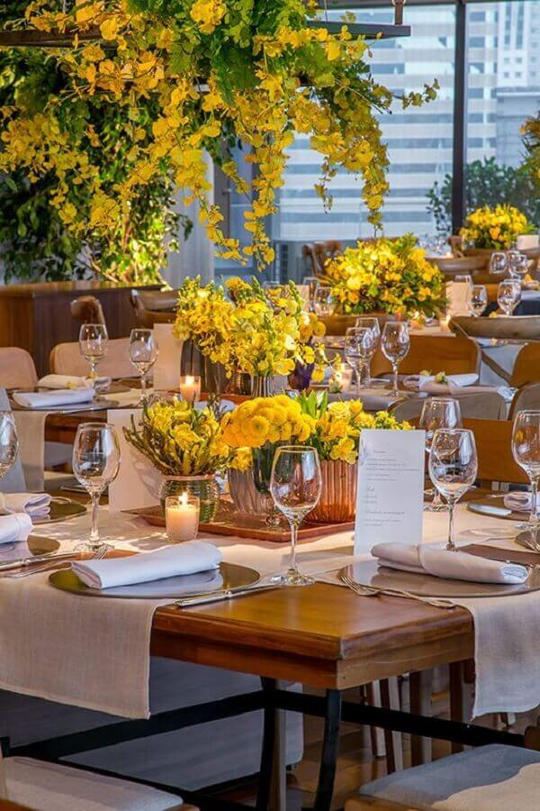 Yellow flowers for wedding colour combination Foto Pinterest