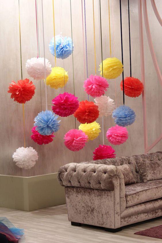 Flores de papel de seda para decorar sua casa