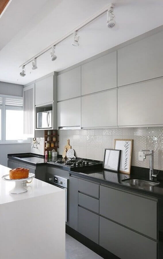granito preto para decoração de cozinha planejada pequena Foto ArchTrends