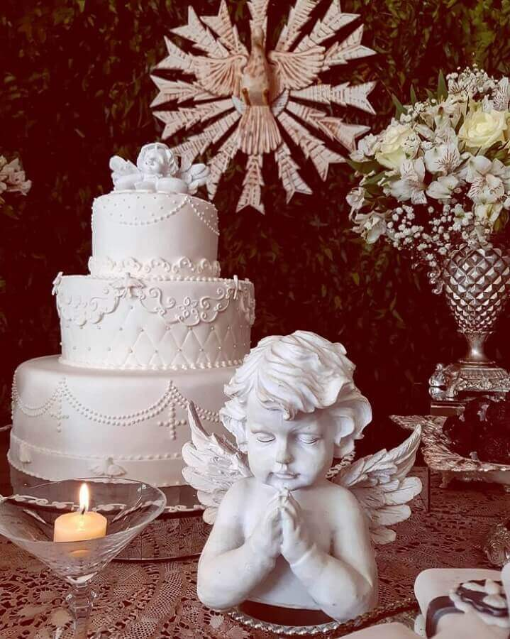 all white cake idea for christening Photo Ciranda de Festas