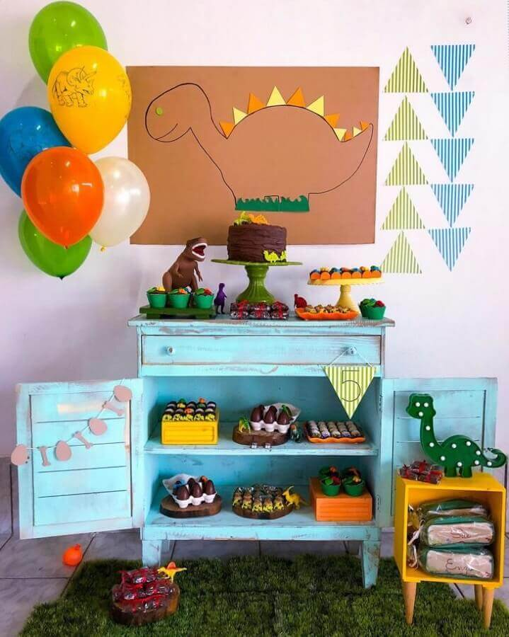 idea of decoration for simple dinosaur party Photo Creative Thinking