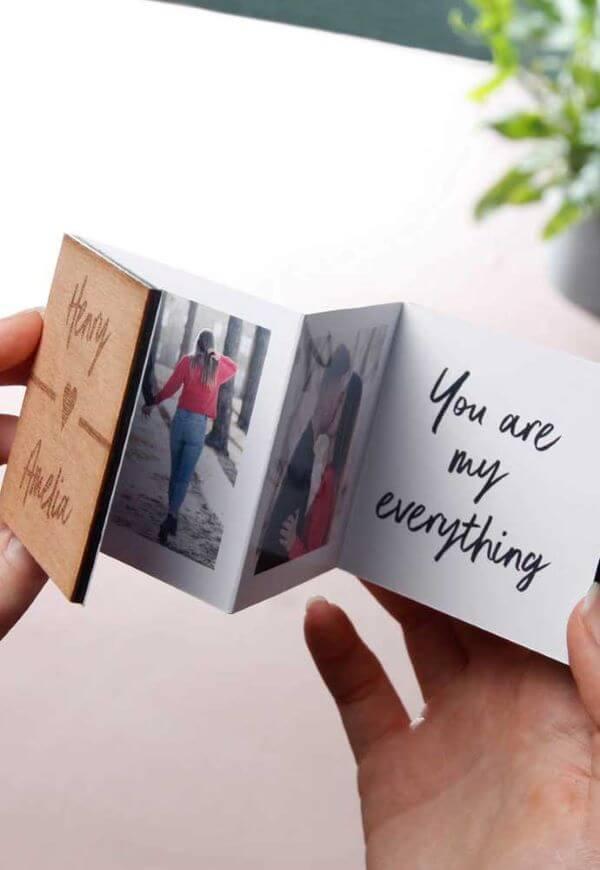 Presentear seu amor é uma das melhores ideias para dia dos namorados. Que tal fazer um cartão de foto?