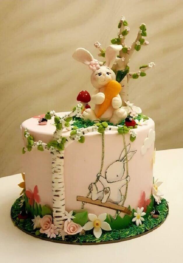 lindo bolo de páscoa decorado com vários detalhes Foto CakesDecor