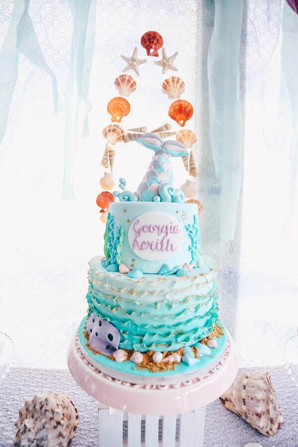 lindo bolo decorado para festa sereia  Foto Criatividade de Bolo