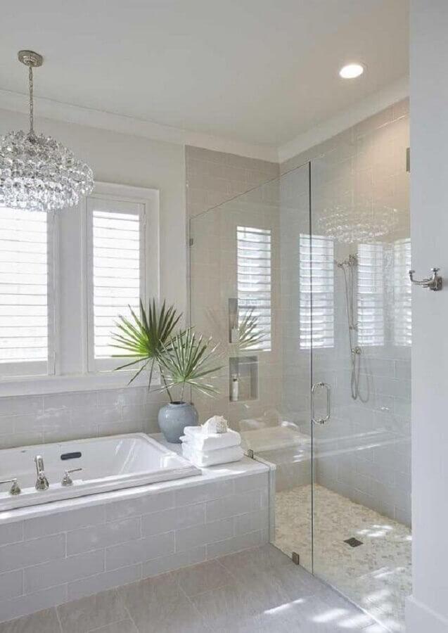 lustre de cristal para decoração de banheiro todo branco Foto Pinterest