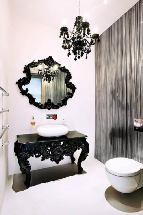 lustre para banheiro preto e branco com decoração provençal Foto Archilovers