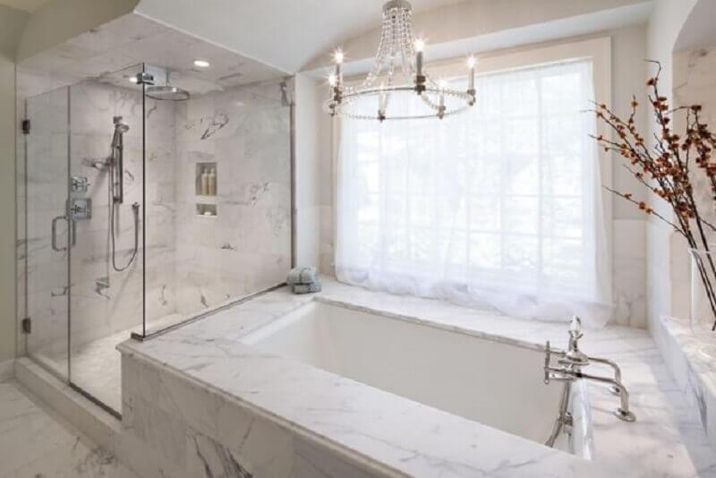 lustre para banheiro sofisticado decorado com banheira de mármore Foto We Heart It