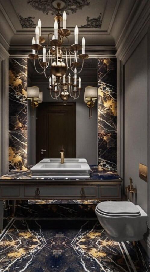 lustre para decoração de banheiro sofisticado com revestimento de mármore Foto Pinterest