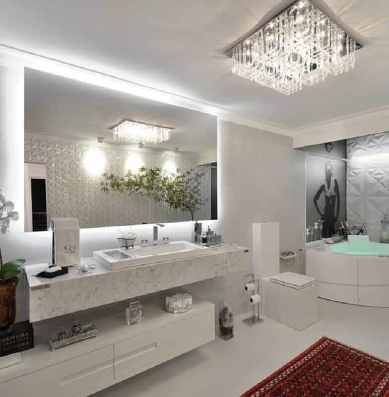 lustre para teto de banheiro sofisticado com banheira de hidromassagem Foto PR+ Arquitetura & Interiores
