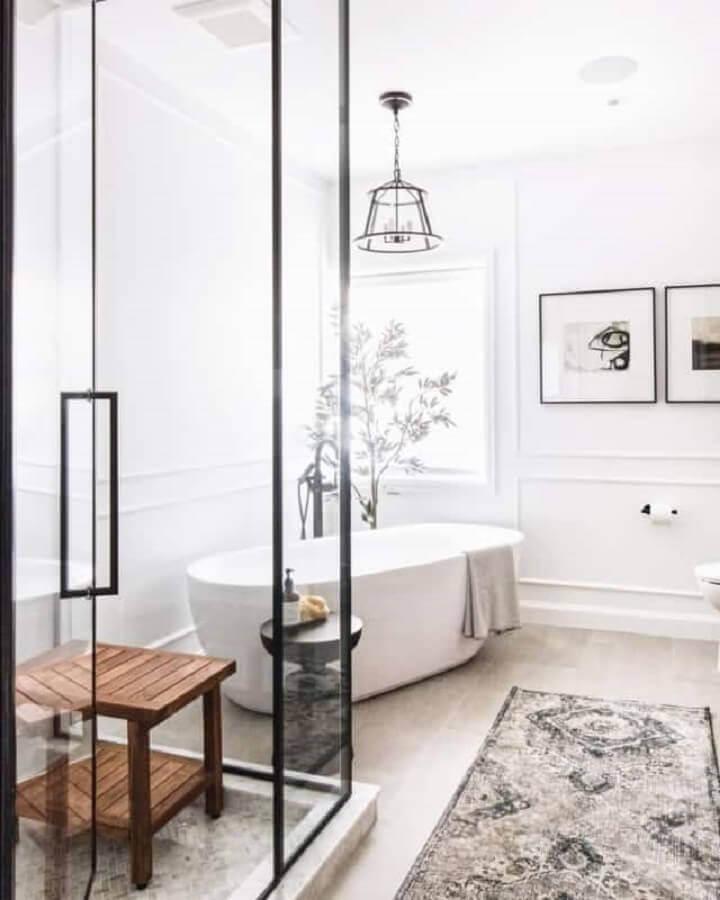 lustre pendente para banheiro decorado com banheira Foto Pinterest