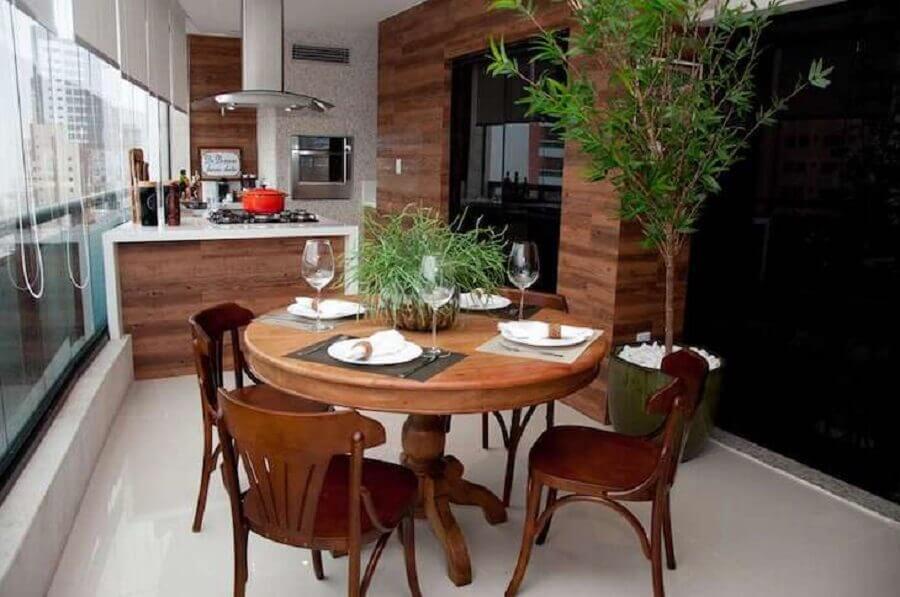 móveis de madeira para área gourmet pequena com churrasqueira e cooktop Foto Conceição Estrela Pinto Barbosa