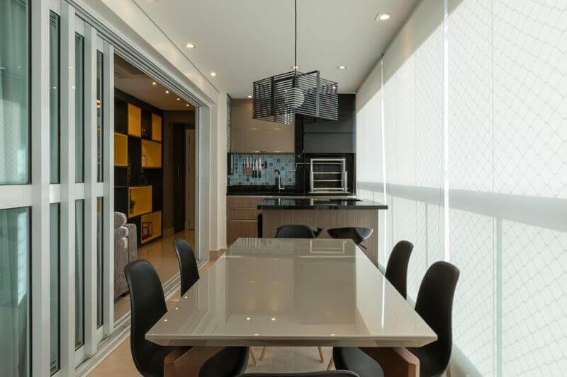 móveis planejados para apartamento com área gourmet pequena com churrasqueira Foto LAM Arquitetura & Interiores