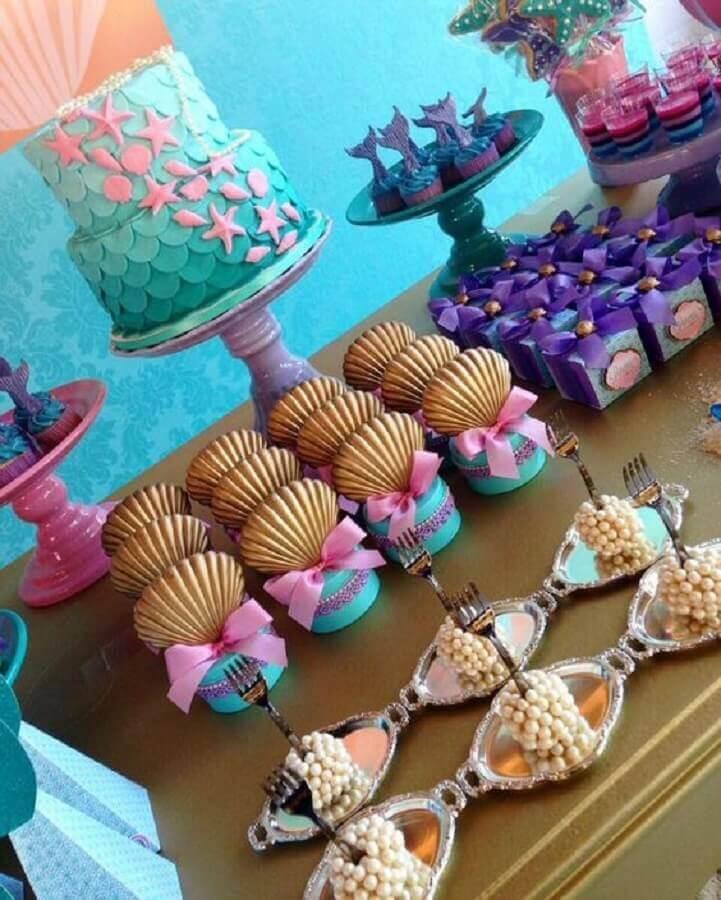 mesa de doces personalizados para festa de sereia Foto Entre na Festa