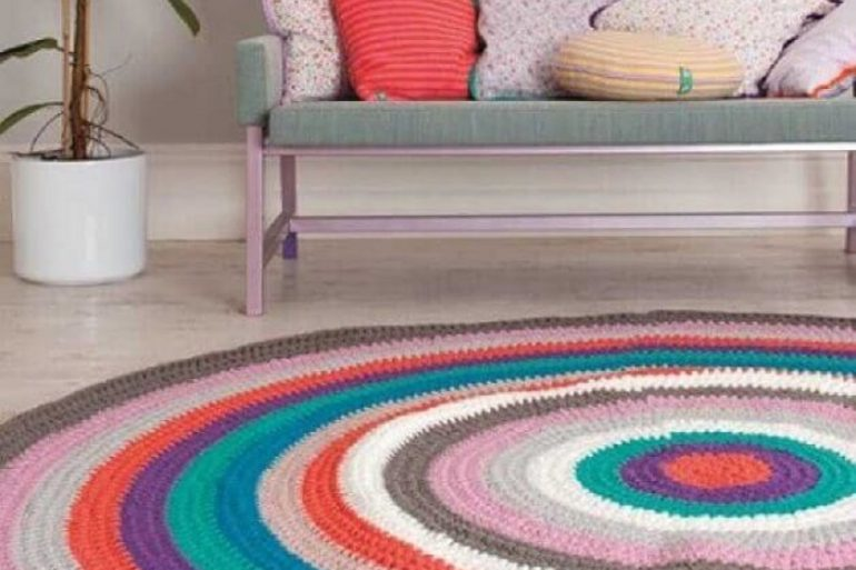 modelo colorido de tapete de crochê redondo para sala Foto Pinterest