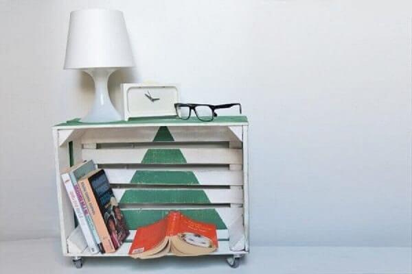Criado mudo rústico feito com caixote de madeira