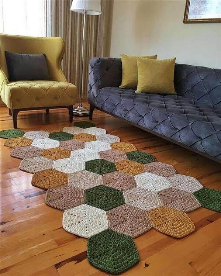modelo diferente de tapete de crochê para sala colorido Foto Artesanatop