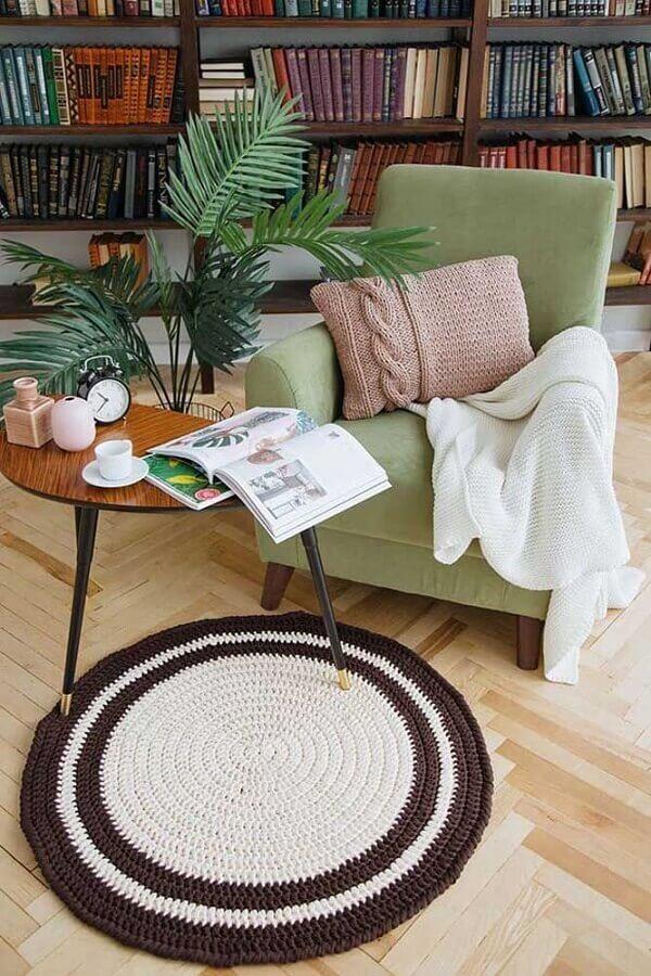 modelo pequeno de tapete de crochê redondo para sala Foto Ideias Decor